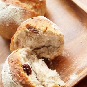 胡桃とレーズンの全粒粉パン