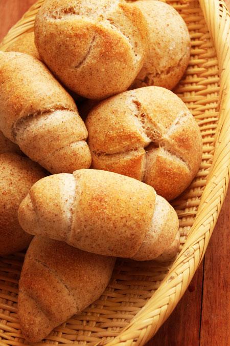 ホシノ天然酵母で小麦胚芽のロールパン