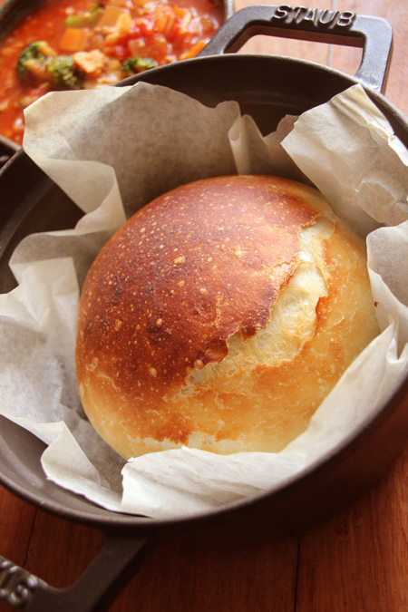 ストウブで焼くこねないパン