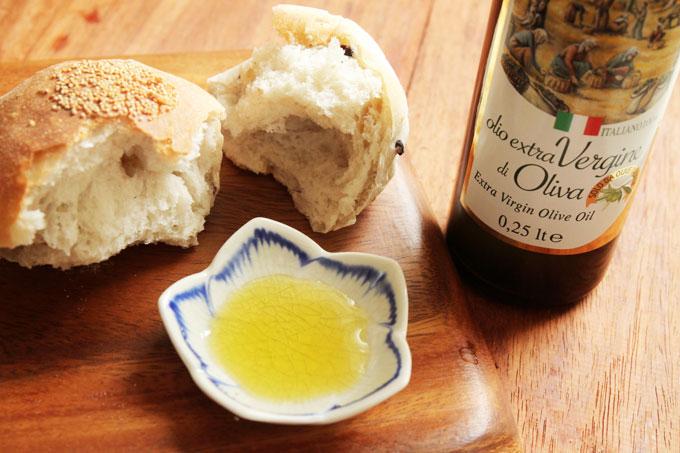 オリーブオイルと五穀パン