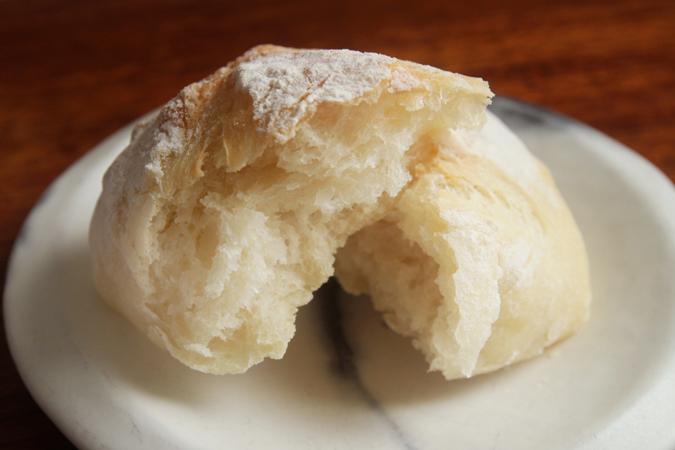 捏ねないパン断面