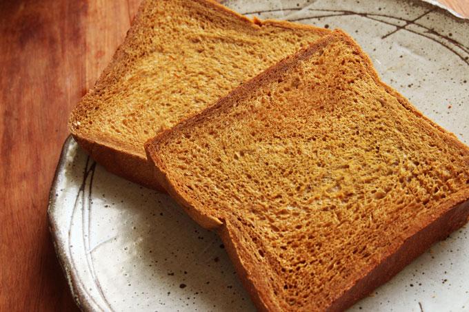 カラメル黒糖パン