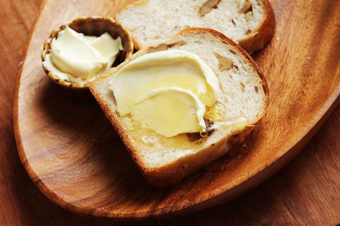 クリームチーズとクルミパン