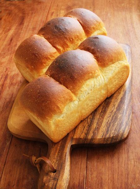 アルミホイルのせ技で焼いたミニ食パン